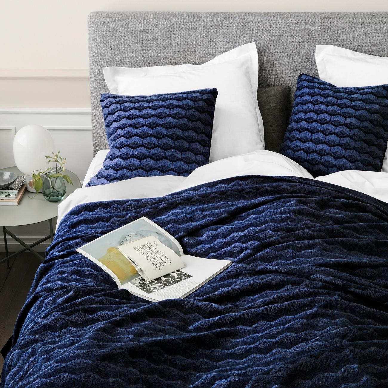 bett berwurf oder kissen kubus mit 3 jahren garantie. Black Bedroom Furniture Sets. Home Design Ideas