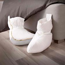 Bettschuhe - Die Bettschuhe mit 120 g Halbdaunen-Füllung sorgen sogleich für behagliche Wärme.