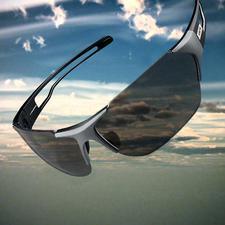 Die ins Scheibenmaterial eingearbeitete Photochrome-Struktur passt sich automatisch an: 17 % Lichtdurchlässigkeit bei viel Licht …