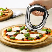 Rösle Pizzarad - KüchenInnovation des Jahres® 2012: Das Pizzarad – schneidet leicht und sauber wie nie.