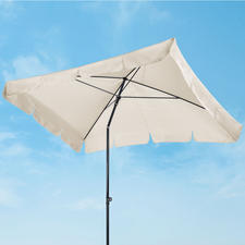 In Schrägstellung gebracht, schützt das Schirmdach Sie vor tief stehender Sonne und seitlichem Regen (und neugierigen Blicken).