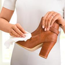 Ob Schmutz auf Ihren Schuhen oder auf dem Teppich - mit White Wizard entfernen Sie hartnäckige Flecken mühelos.