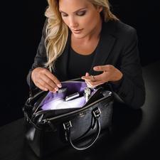 SOI Handtaschen-Licht - Weltneuheit: das erste automatische, energieeffiziente Handtaschen-Licht. Endlich alles griffbereit.