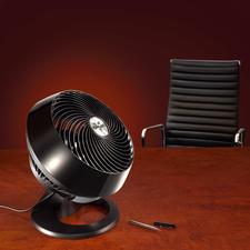Das Turbinengehäuse ist manuell und 90° schwenkbar. So wird die Luft im ganzen Raum bewegt.