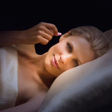Pluggerz Sleep: so weich, dass Sie sogar auf der Seite bequem liegen können. SNR* 27 dB.
