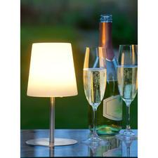 Das klare, puristische Design harmoniert mit Gartenmöbeln jeder Stilrichtung.