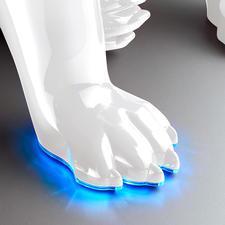 Im eingeschalteten Zustand leuchtet der Pfotenrand in sphärischem Blau.