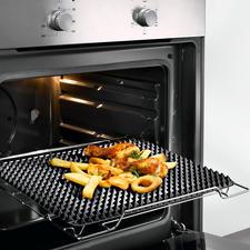 Noppen-Backmatte - Rundum knusprige Bräune wie vom Grill. 548 Silikon-Noppen sorgen für optimale Luftzirkulation.