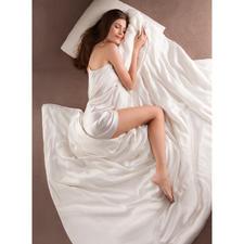 Bettdecke aus Seide, Komfortgröße 200 x 220 cm - Bettdecke und Bettwäsche zugleich. Selten und kostbar. Federleicht, superweich und besonders temperaturausgleichend.
