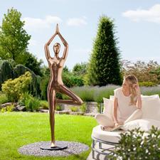 """Yoga-Statue """"Baum"""" - Ganzjährig outdoortauglich – aus wetterfestem Kunstguss mit Bronze-Finish. Von Hand poliert."""