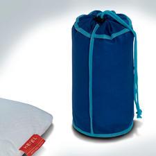 In der mitgelieferten Transporthülle misst Ihr Visco-Cool-Reisekissen nur ca. 25x 13cm (L x Ø).