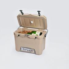 4-Tage-Kühlbox mit Temperatursensor - 3 cm starke PU-Vollschaum-Isolierung hält die Kälte optimal. Selbst bei heißen 32 °C Außentemperatur.