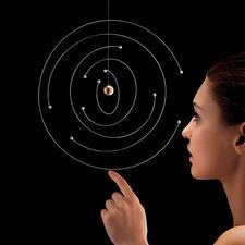 Mobile Niels Bohr Atommodell - Ikone der Physik: das Bohrsche Atommodell als kunstvolles Mobile. Jedes ein Unikat.