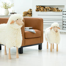 Schafe in Lebensgröße - Designobjekt, Sitzplatz, liebenswerter Hausgenosse: die Schafskulpturen in Lebensgröße.