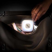 Handtaschenlicht mit Powerbank - Genial kombiniert: Sensorgesteuertes Handtaschenlicht und 2.000 mAh-Powerbank.