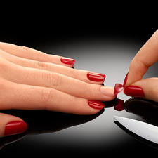 ZipLac Peel-Off Manicure - Die schonende Alternative zu professionellen Gel-Nägeln. Lang anhaltender, lichtgehärteter Nagellack – einfach zum Abziehen.