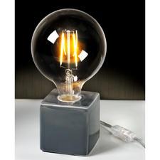 Statt kalt-gleißendem Licht erzeugen die Glühbirnen ein besonders angenehmes Leuchten.