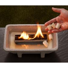 Brennt mit simplem Wachs. Sogar Kerzenstummel und -reste sind geeignet.