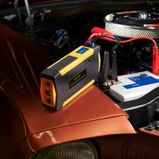 Hochleistungs-Starthilfe - Kraftvoll genug sogar für Diesel-Fahrzeuge und Transporter bis 3 l Hubraum. Mit 16.800 mAh Ladekapazität.