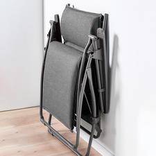 """Platzsparend zu verstauen: Zusammengeklappt misst diese Lafuma """"Evolution Comfort Liege"""" nur 69x 23x 96cm (Bx Tx H)."""