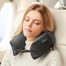 3-in-1 Travel Pillow - Nackenkissen, Komfort-Kopfkissen und Kissen-Topper in einem. Zusammengerollt kaum größer als eine Mango.