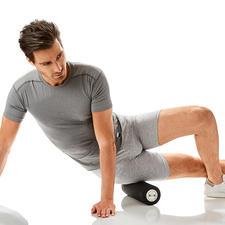 Auf die vibrierende Rolle gestützt, trainieren Sie besonders effizient.