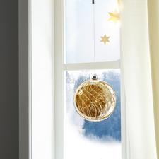 Dekorativ zum Hängen oder Legen. Tagsüber glänzt das getönte Glas wie kostbarer Bernstein.