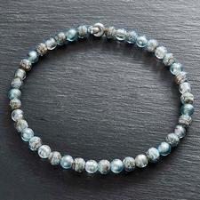 Murano-Collier Eisperlen - Venezianische Pracht: schimmerndes Weißgold, eingefangen von edlen Perlen aus Murano-Glas.
