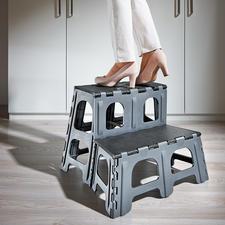 2-Stufen-Klapptritt - Mit einem Handgriff auf- und wieder zugeklappt – auf flache 5 cm.