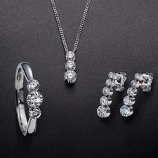 Schwebende Diamanten - Kostbare Brillanten – schwebend zart in 18-Karat-Weißgold gefasst.