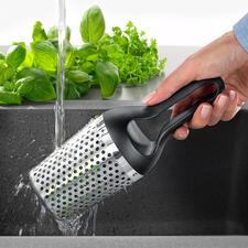 Rösle Kräuterdusche - Gartenkräuter waschen, trocknen und hacken – schnell und einfach wie nie.
