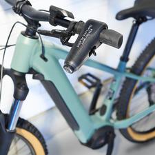Zweirad-Wegfahrsperre - Doppelter Diebstahlschutz für Zweiräder. Die Wegfahrsperre mit 120 dB lautem Alarmton.