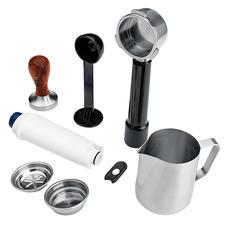 Komplettes Zubehör mitgeliefert: Profi-Espresso-Tamper, 500 ml-Milchschaumkännchen, 3 Filtereinsätze (1 und 2 Tassen, E.S.E.-Pads), Messlöffel, Reinigungswerkzeug.