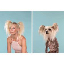 Solch humorvolle Motiv-Duos von Hundehaltern und ihren tierischen Partnern gilt es aufzuspüren.