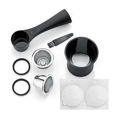 Das 8-teilige Set enthält 2Edelstahlkapseln, Kaffeemaß mit Tamper, 80Aroma-Sticker, 2Ersatz-Dichtungsringe, Reinigungsbürste.
