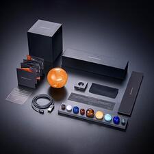 Lieferumfang des kompletten Sets mit Planetensystem und Sonnenleuchte.