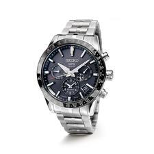 12,2mm hoch und 130g leicht trägt sich die Uhr angenehm am Handgelenk.