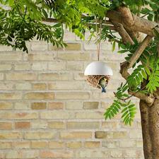 Vogelnest - Fix und fertig für den Einzug: das handgeflochtene Binsennest für Meisen & Co. Einfach an einen geschützten Platz zu hängen.