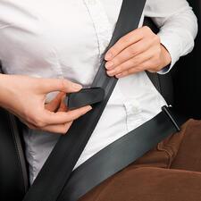 Mit der integrierten Cutterklinge durchtrennen Sie Ihren Sicherheitsgurt in Sekunden.