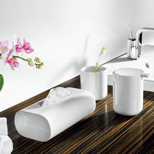 Edler Blickfang - die weißen Bad-Accessoires von Alessi. Nichts stört das klare Design.