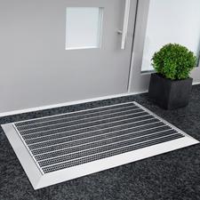 Edle Alu-Empfangsmatte - Die schöneren Fußmatten sind auch die besseren: aus unverwüstlichem Aluminium und Nylon in Profi-Qualität.