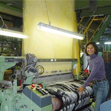 Sonja Weber bei ihrer einzigartigen Webtechnik.
