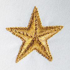 Feinstes Metallic- Garn verleiht den gold- oder silberschimmernden Sternen festliche Brillanz.