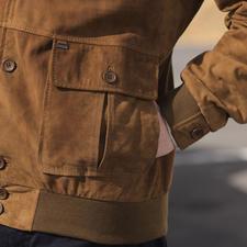 Typisch für ein echtes Lumberjacket sind die aufgesetzten Blasebalg-Taschen.