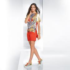 Versace Collection Shorts oder Seiden-Print-Shirt - Opulentes Druckdessin trifft auf Orange. Perfekter aufeinander abgestimmt kann eine Trend-Kombi kaum sein.
