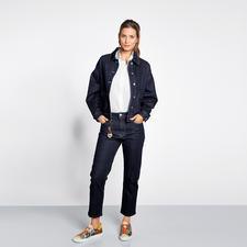 Love Moschino Raw Denim Jacke oder Jeans - Wohl kaum ein Jeansanzug vereint so viele Trends: Raw Denim, Boxy-Cut, verkürzte Hosenform. Von Love Moschino.