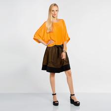 Kimono-Shirt und Faltenrock