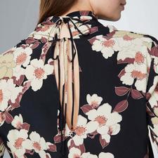 Kirschblüten-Bluse