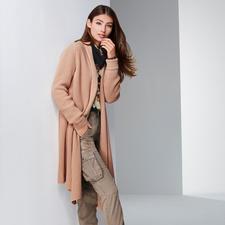 TWINSET Long-Strickjacke, Kirschblüten-Bluse oder Cargo - Stilbruch-Looks sind weiter wichtig. TWINSET beherrscht den Trend wie kaum ein anderer.