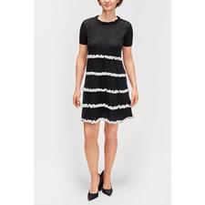 TWINSET Strickkleid - 1 Kleid - 3 Trends: Schwarz/ Weiß, A-Linie, Rüschen. Von TwinSet.